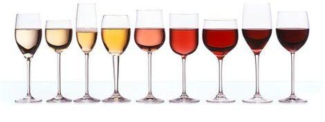 Weingläser mit verschiedenen Weinsorten
